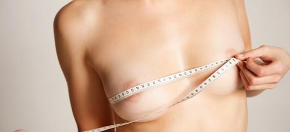 Aumentar el pecho en la dimensión por medio de los ejercicios