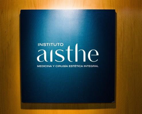 Cartel con logo de Aisthe Alicante